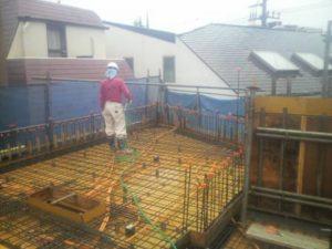 2階立上り、3階スラブ コンクリート打設 打設前散水状況