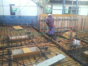 1階立上り、2階スラブ コンクリート打設 打設前散水状況