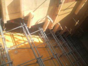階段受け筋の取付