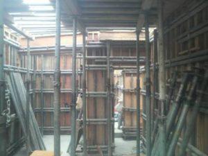 1階型枠パイプ締め 2階スラブ張り