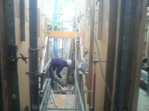 1階階段廻り型枠建て込み